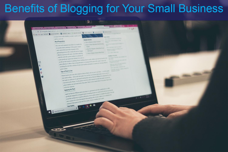 Man blogging on his laptop.